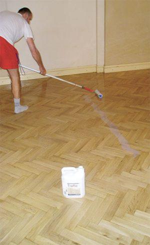 Olej na dřevěnou podlahu