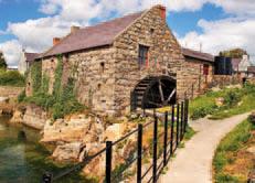 Zrekonstruovaný kamenný mlýn na irském venkově
