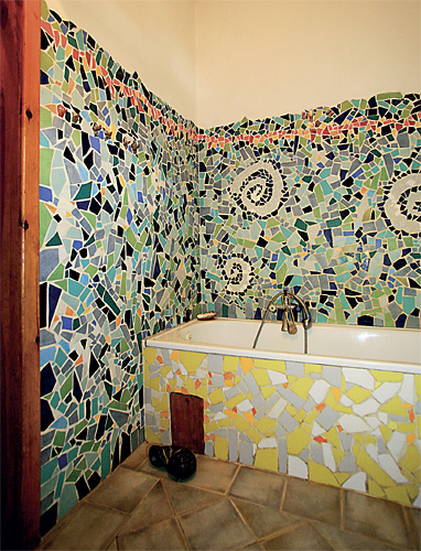 Mozaika z rozbitých kachliček