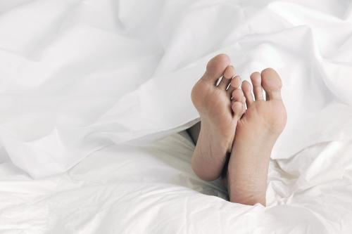 onwillekeurige spiertrekkingen in benen