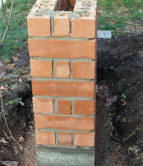 Jak postavit plot z cihel