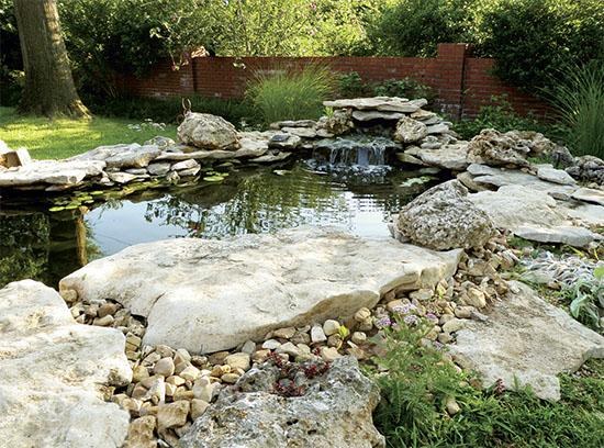 Zahradn jez rka chata chalup for Koi pond design and construction