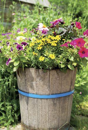 Dřevěné nádoby na květiny