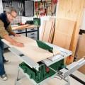 Stolní okružní pila je všestranný nástroj pro přesné řezání dřeva v domácí dílně.