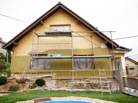 Zateplení fasády ušetří náklady na vytápění domu.