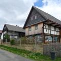 Většina roubených a částečně hrázděných patrových chalup byla v Nových osinalicích postavena ve druhé polovině 18. století.