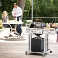 Na plynovém kotlovém grilu outdoorchef Paris deluxe 570 G můžete grilovat jídlo pro 8 až 10 lidí najednou. 26 990 Kč (outdoorchef)