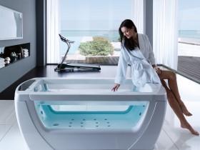 Luxusní hydromasážní vana (aquatrade).