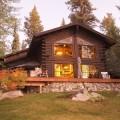 Srub či jiný dřevěný dům na kraji lesa zůstává romantickým snem mnoha českých chatařů.