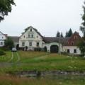 Na severní straně návsi nad rybníkem stojí nejhodnotnější usedlosti beranova – čp. 1, 2 a 3