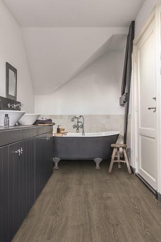 Voděodolný laminát je vhodný i do koupelen