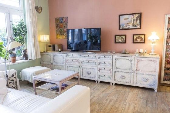 Chodit se starožitným nábytkem do nohou