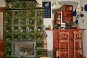 Barový pult byl vestavěn do původního průchodu mezi světnicí a kuchyní. Slouží především jako bar, protože ve světnici je ještě jídelní stůl