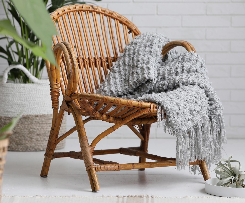pletenina s výraznou texturou zahřeje za chladných zimních večerů. 1 299 Kč (WestwingNow)